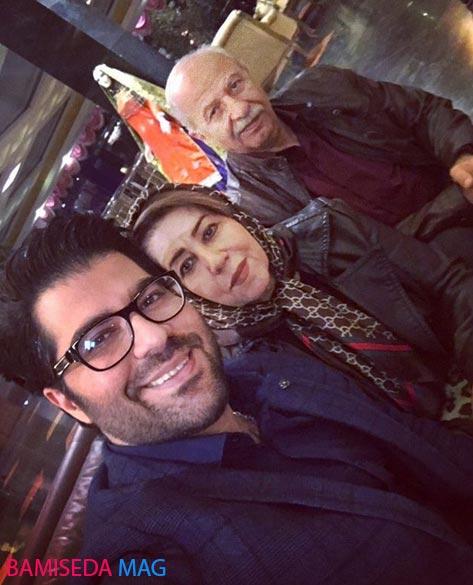 سلفی حامد همایون با پدر و مادرش